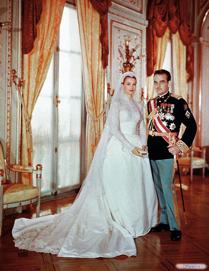Следующий великолепный монарший наряд мир увидел 29 июля 1981 года. В этот день принц Уэльский Чарльз женился на Диане Фрэнсис Спенсер. Свадебное платье