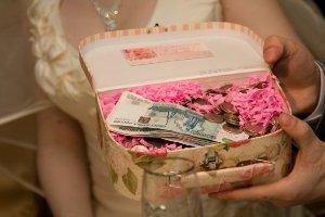 Как подарить деньги на свадьбу оригинально