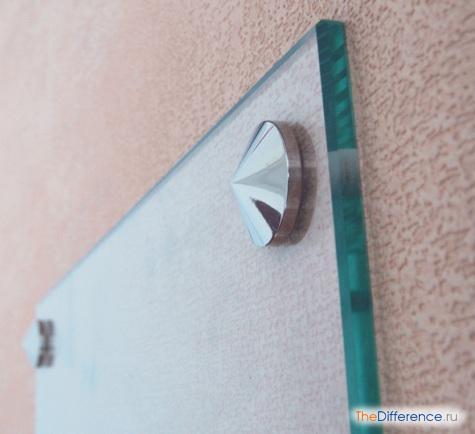 прикрепить зеркало к стене