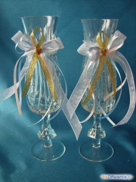 Свадебные бокалы с кружевом и лентами 5