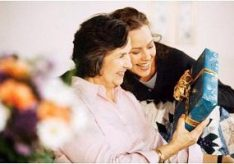 Как оригинально поздравить маму с днем рождения?