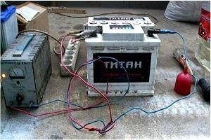 Как зарядить аккумулятор автомобиля дома