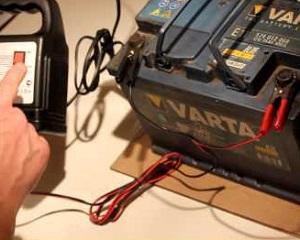 Каким током заряжать автомобильный аккумулятор