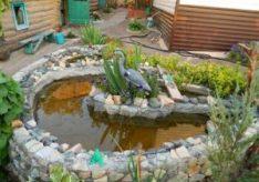 Как украсить двор возле дома?