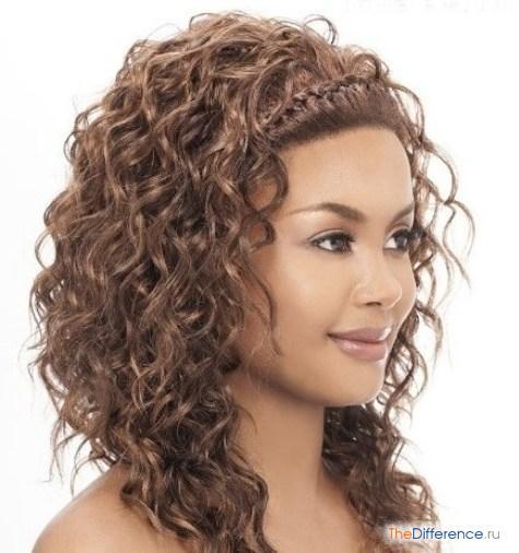 прически для кудрявых волос средней длины