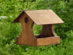 Как сделать кормушку для птиц в домашних условиях