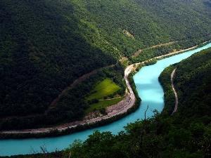Чем отличается река от ручья