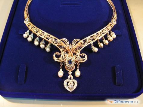 чем отличается колье от ожерелья