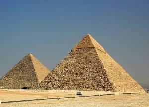 Чем отличается тетраэдр от пирамиды