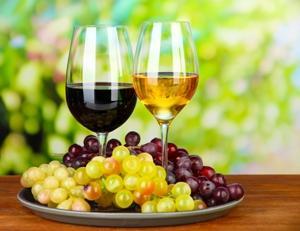 Чем отличаются бокалы для красного и белого вина