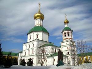 Чем отличается монастырь от церкви